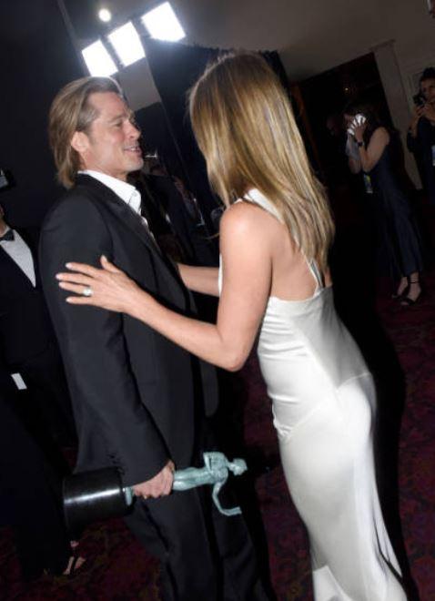Así fue el encuentro entre Jennifer Aniston y Brad Pitt; se vuelve viral en redes