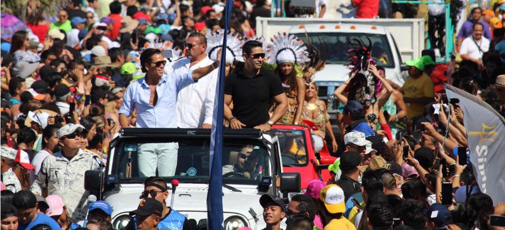 Guardia Nacional escolta a Roberto Palazuelos en carnaval de Progreso, Yucatán | Video