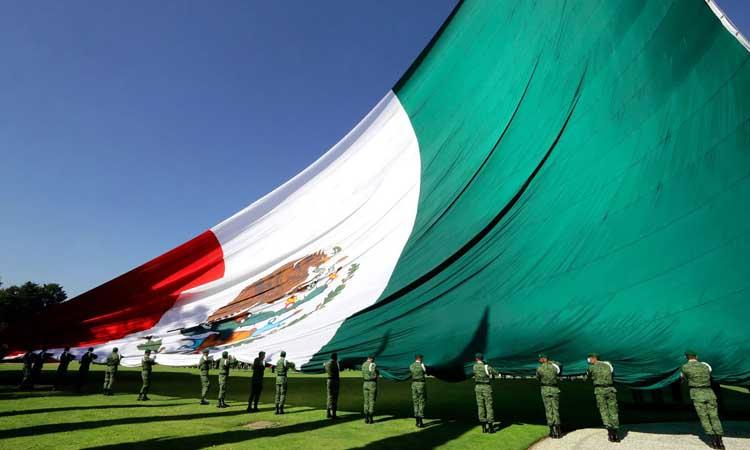 Nacional Alumnos y cadete se desmayan en ceremonia por el Día de la Bandera