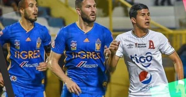 El técnico de Alianza, Wilson Gutiérrez, explota contra Gignac